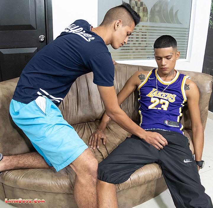 LatinBoyz: Travi Barebacks Brayan